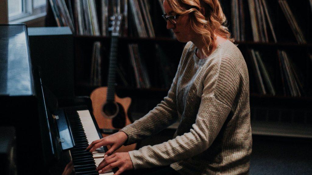 pianoles pianolessen leren piano spelen online